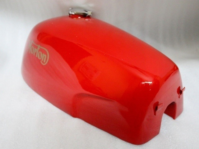NORTON COMMANDO FASTBACK RED PAINTED GAS FUEL PETROL TANK WITH CAP